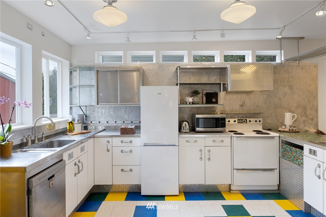 Sold Property   2133 N 63rd Street Seattle, WA 98103 14