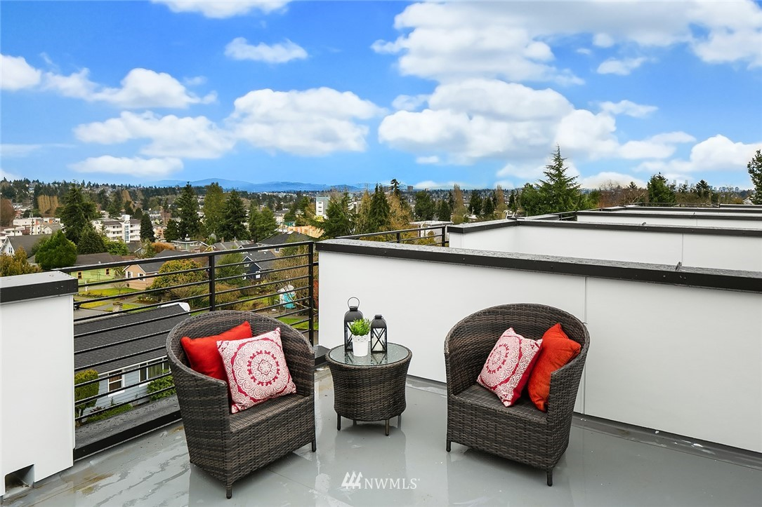 Sold Property | 9201 Linden Avenue N #D Seattle, WA 98103 19