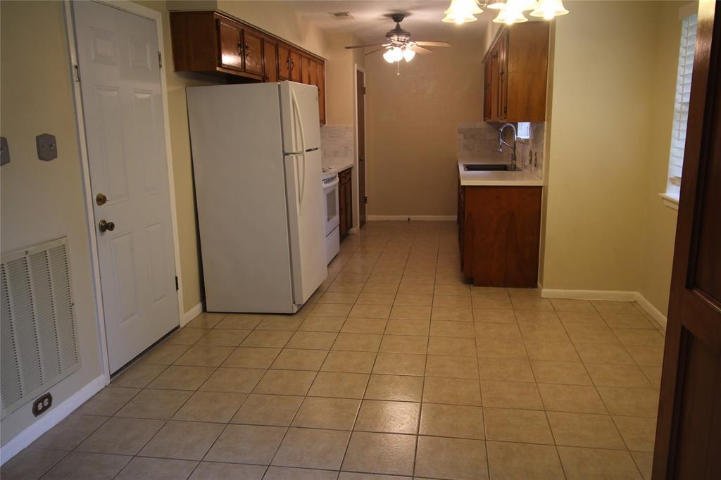 Active   3902 Allenbrook Drive Baytown, Texas 77521 15