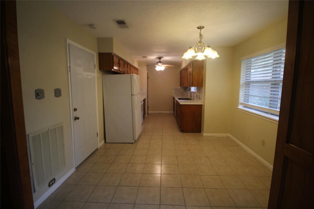 Active   3902 Allenbrook Drive Baytown, Texas 77521 17