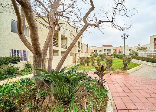 Active Under Contract | 1425 W 12th Street #258 Los Angeles, CA 90015 2