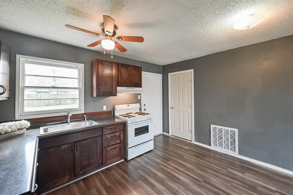 Active | 1004 Hensley Street Arlington, Texas 76010 10