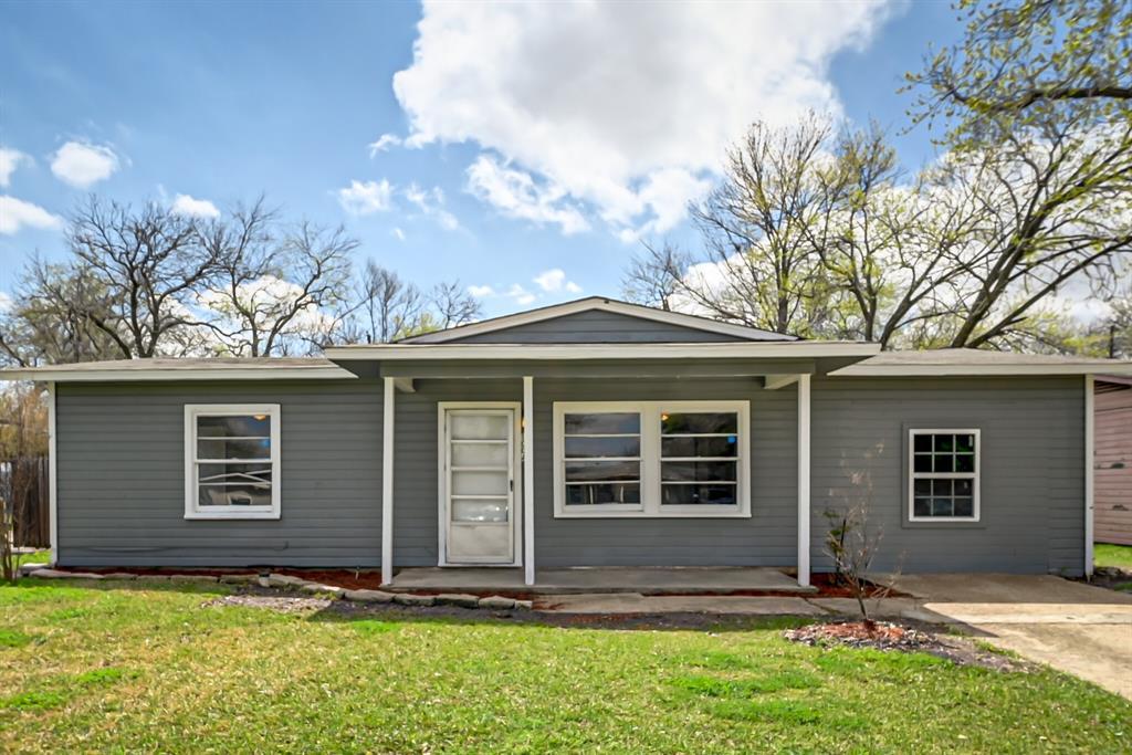 Active | 1004 Hensley Street Arlington, Texas 76010 1
