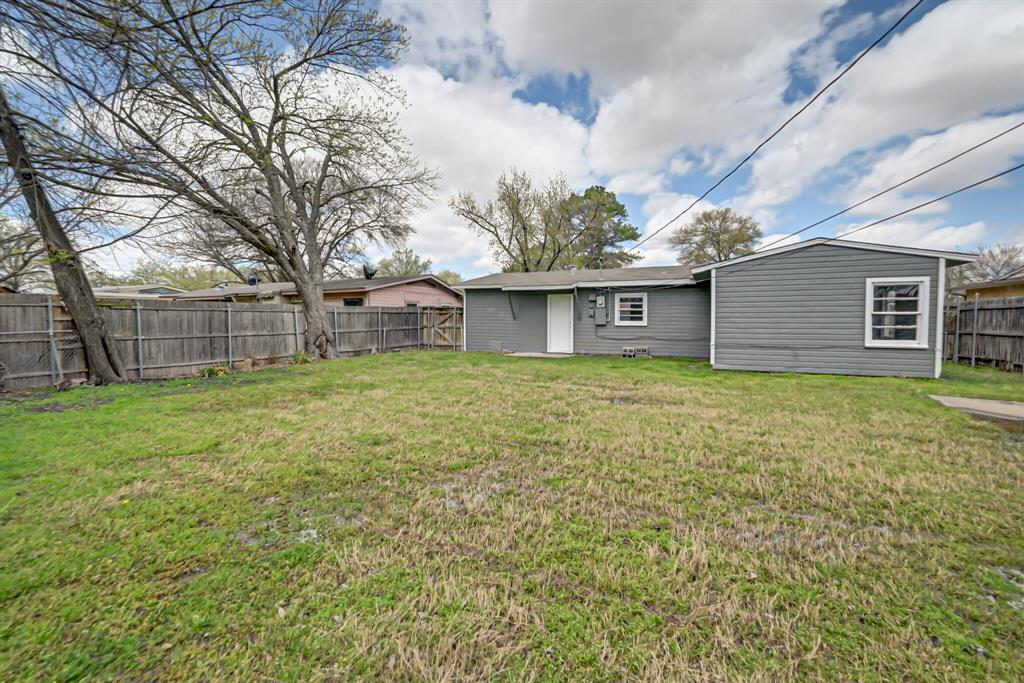 Active | 1004 Hensley Street Arlington, Texas 76010 24