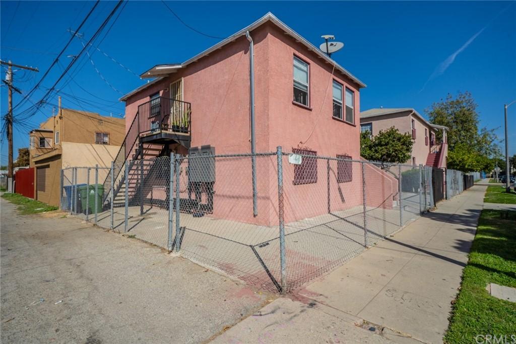 Pending | 4607 Wadsworth Avenue Los Angeles, CA 90011 11