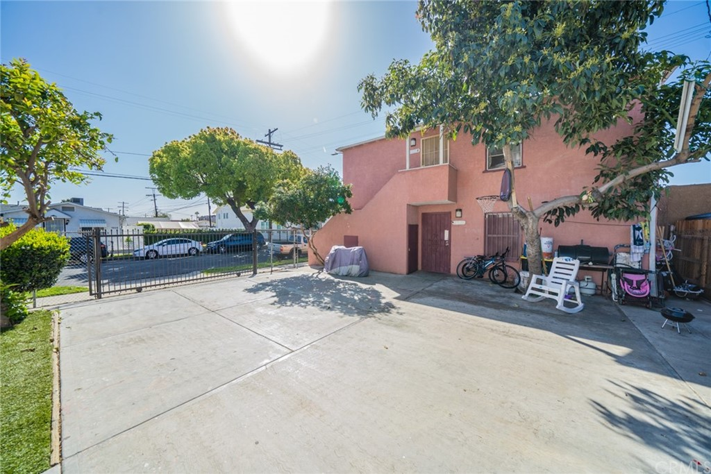 Pending | 4607 Wadsworth Avenue Los Angeles, CA 90011 10