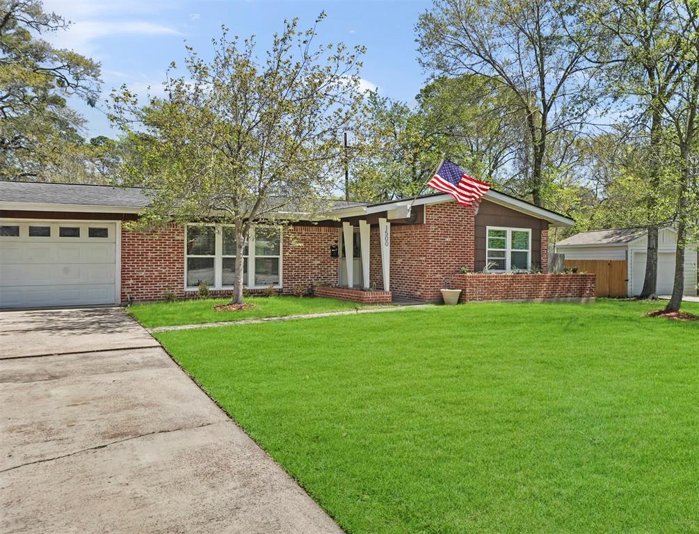 Option Pending | 1500 N San Jacinto Street Conroe, Texas 77301 1