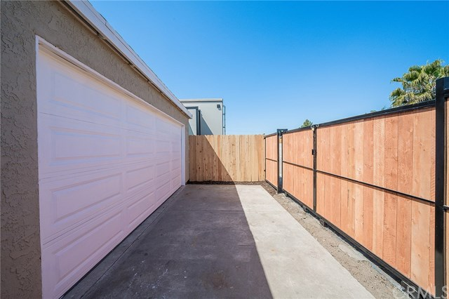 Pending | 1631 E 114th Street Los Angeles, CA 90059 32