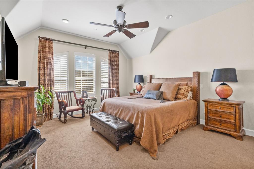 Pending | 5029 Calloway Drive Addison, Texas 75001 11