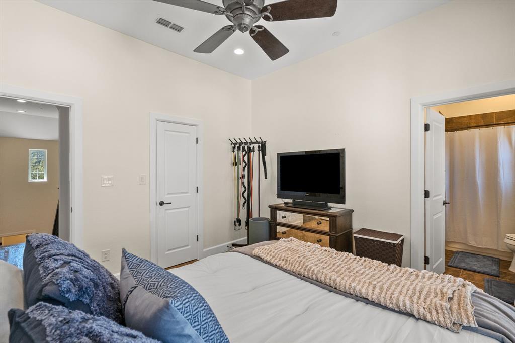 Pending | 5029 Calloway Drive Addison, Texas 75001 18
