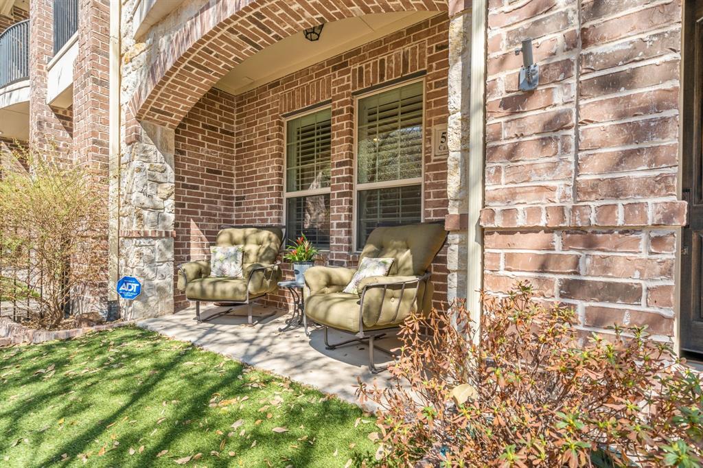 Pending | 5029 Calloway Drive Addison, Texas 75001 21