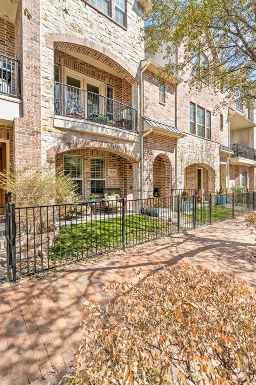 Pending | 5029 Calloway Drive Addison, Texas 75001 25