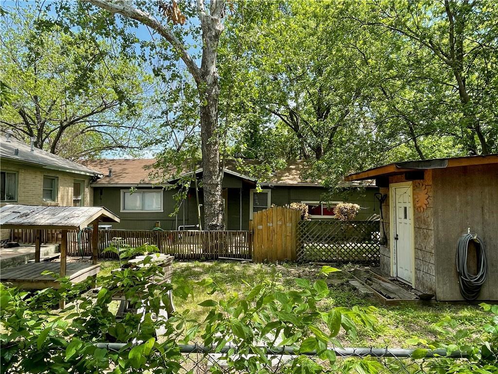 Active | 611 W Croslin Street Austin, TX 78752 4