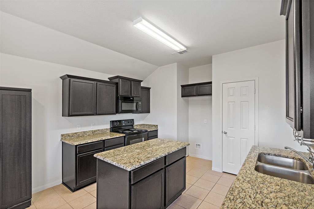 Sold Property   2716 Aspenhill Drive Denton, Texas 76209 12