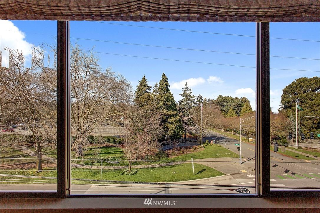 Sold Property | 4911 Fremont Avenue N #302 Seattle, WA 98103 2