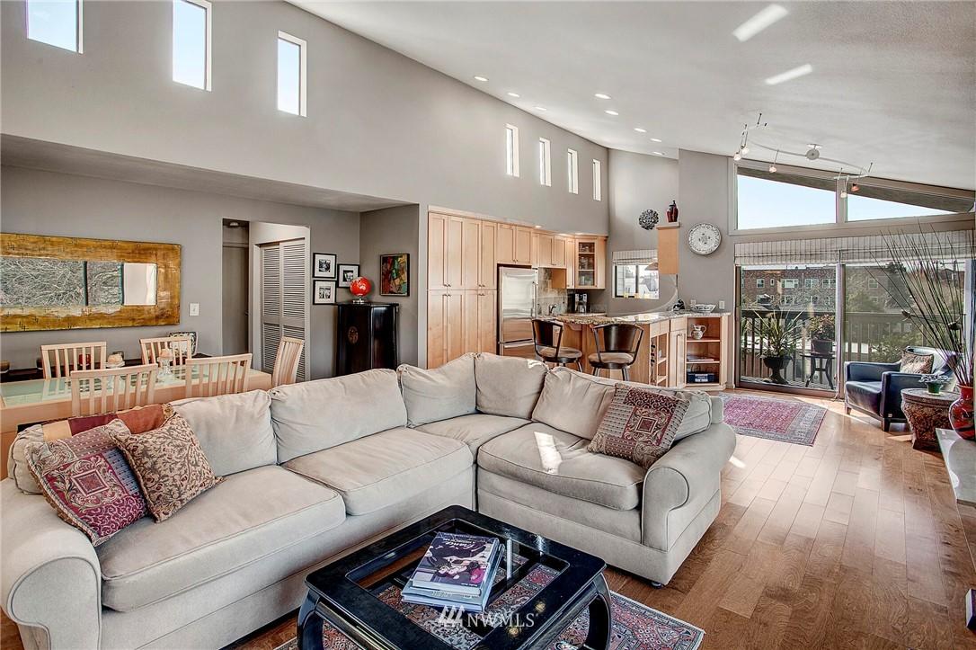 Sold Property | 4911 Fremont Avenue N #302 Seattle, WA 98103 3