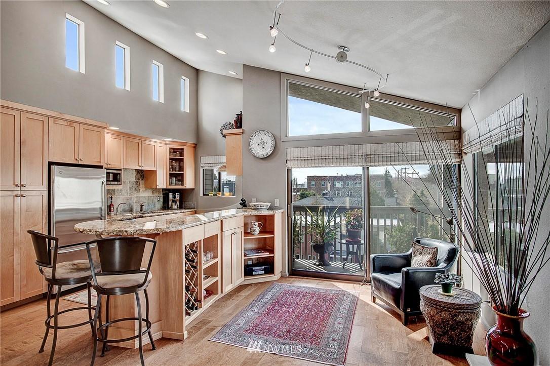 Sold Property | 4911 Fremont Avenue N #302 Seattle, WA 98103 4