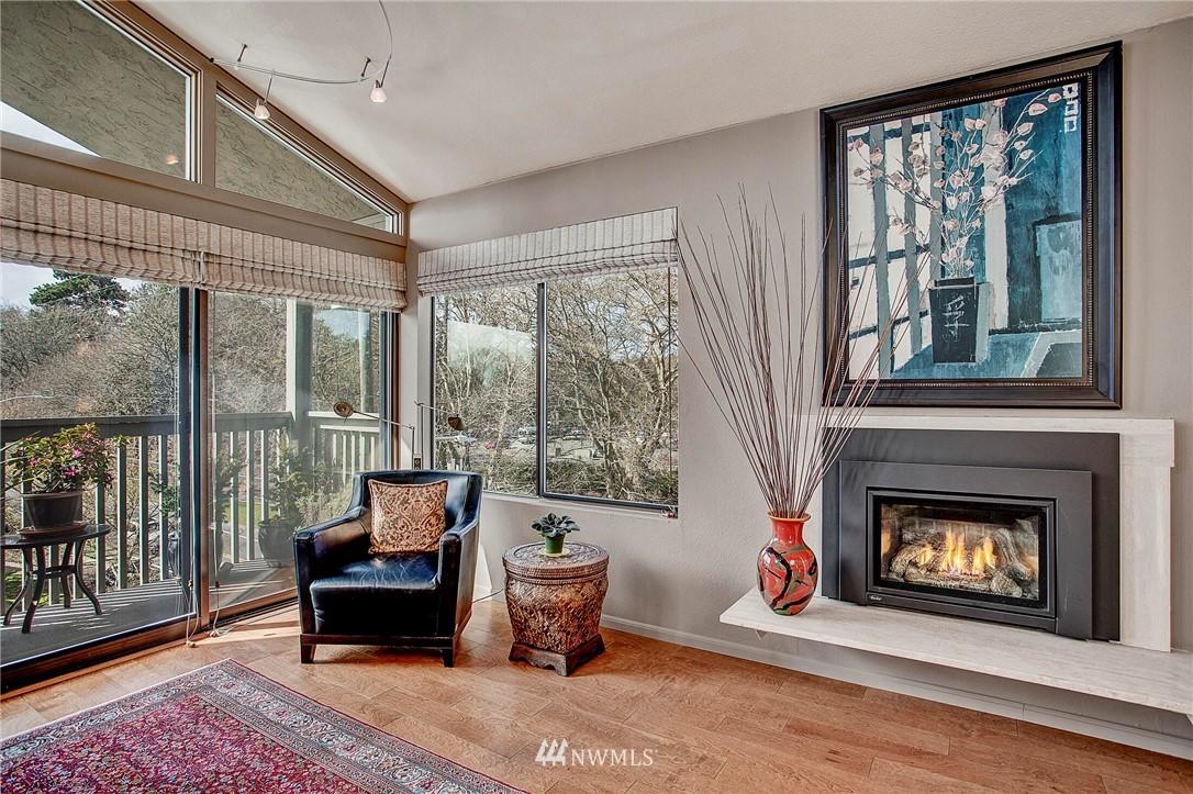 Sold Property | 4911 Fremont Avenue N #302 Seattle, WA 98103 6