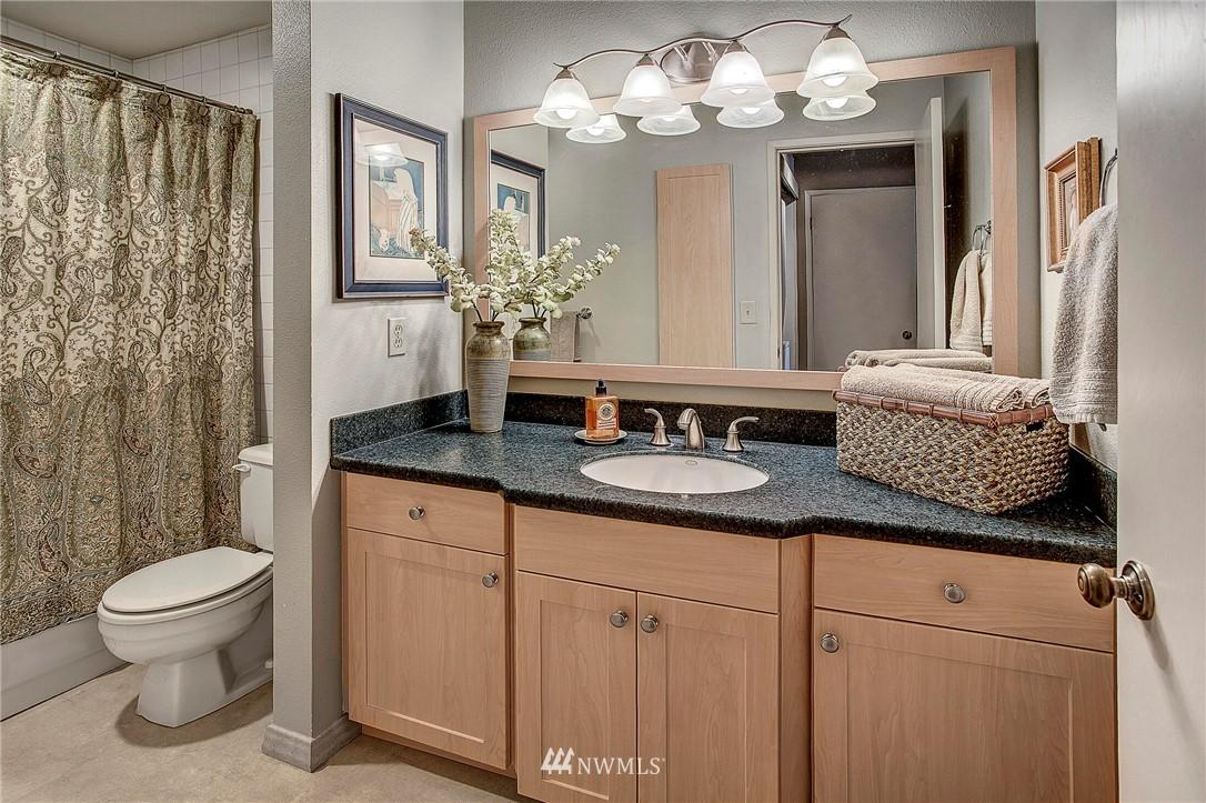Sold Property | 4911 Fremont Avenue N #302 Seattle, WA 98103 9