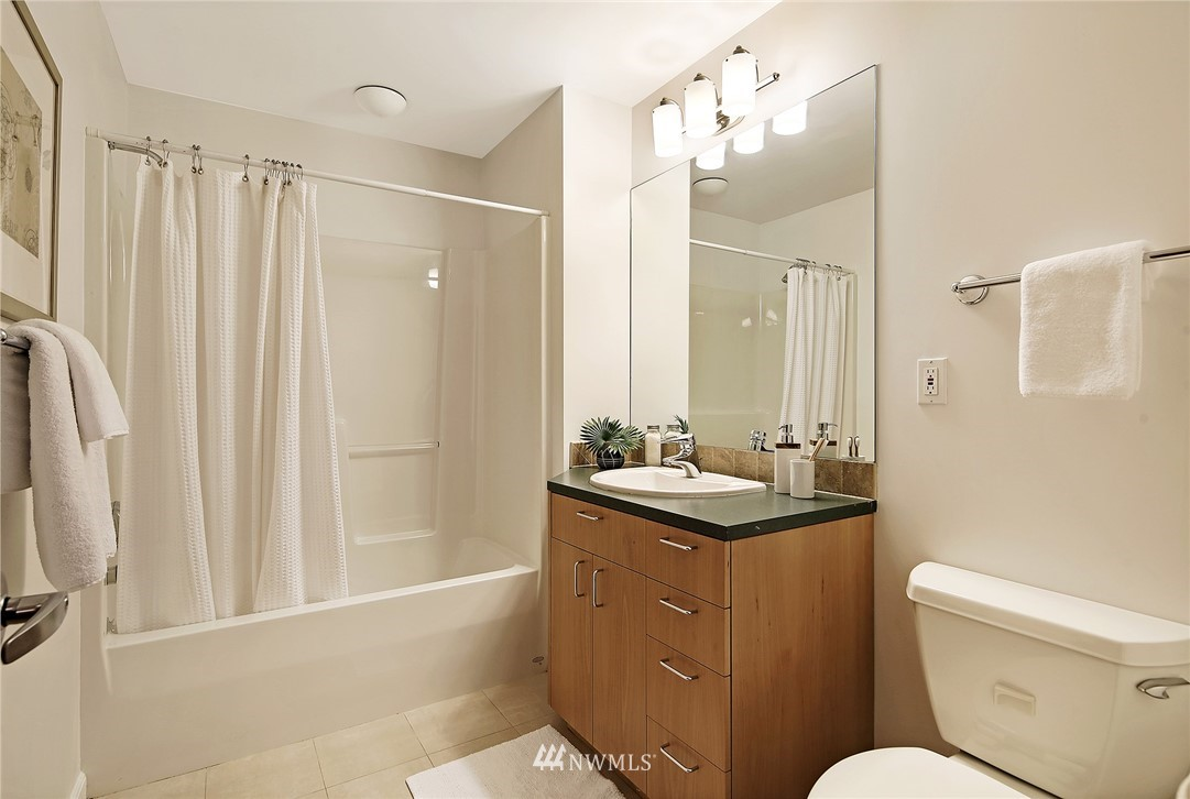 Sold Property | 1548 15th Avenue E Seattle, WA 98112 17