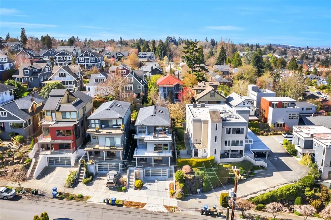 Pending | 2623 Warren Avenue N Seattle, WA 98109 35