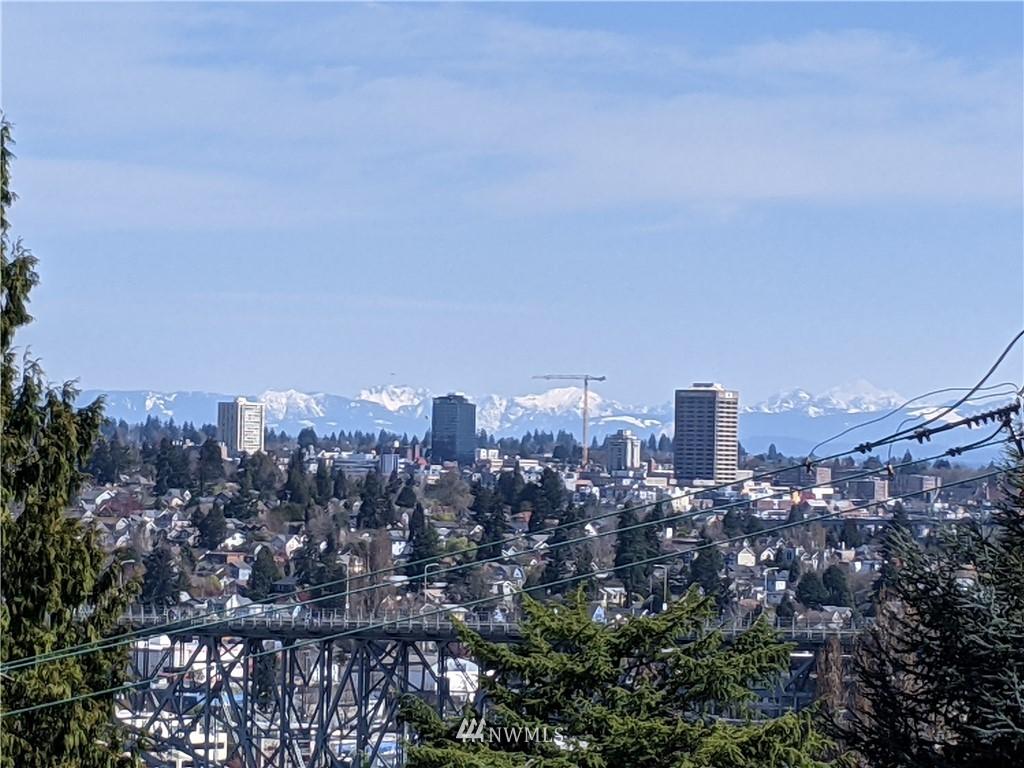Pending | 2623 Warren Avenue N Seattle, WA 98109 21