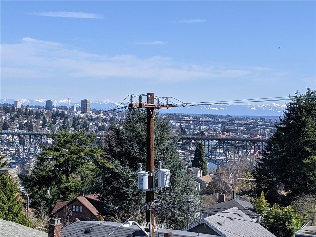 Pending | 2623 Warren Avenue N Seattle, WA 98109 23