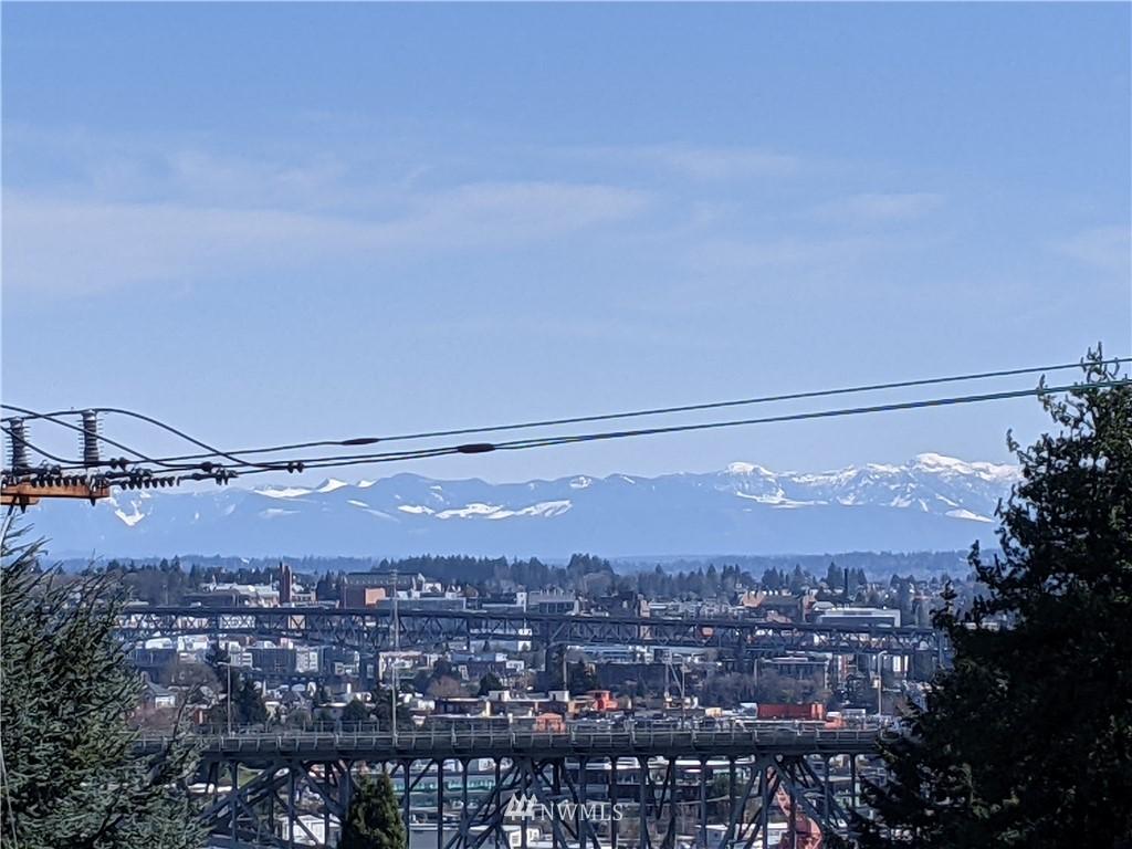 Pending | 2623 Warren Avenue N Seattle, WA 98109 36