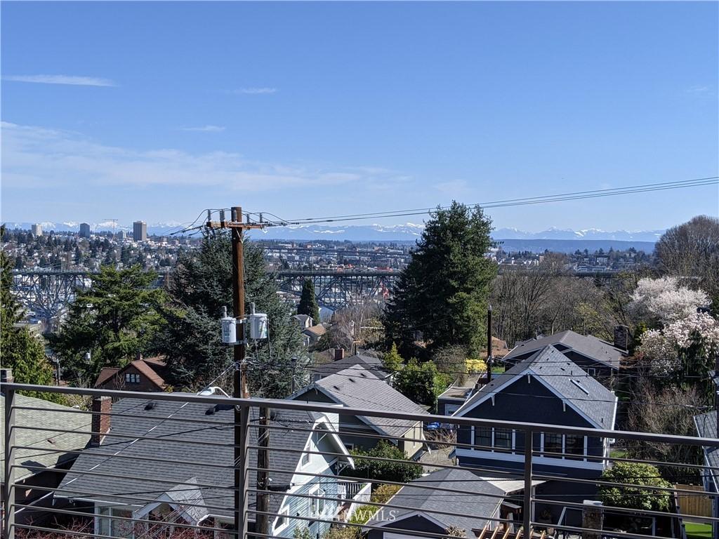 Pending | 2623 Warren Avenue N Seattle, WA 98109 37