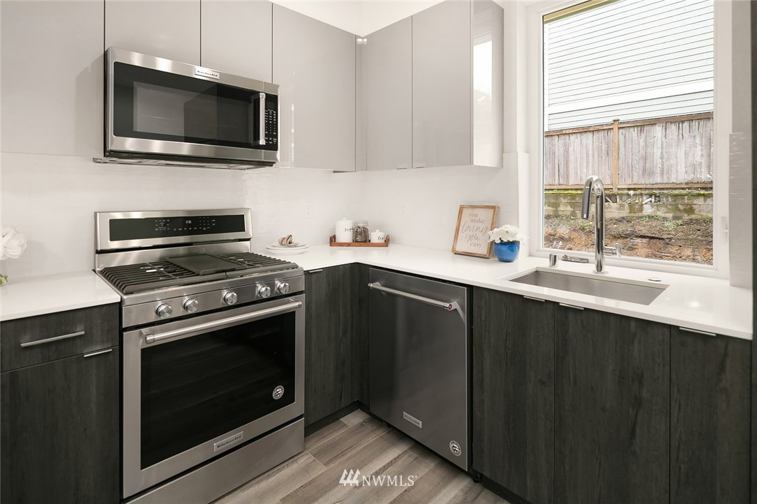 Sold Property | 9201 Linden Avenue N #A Seattle, WA 98103 7