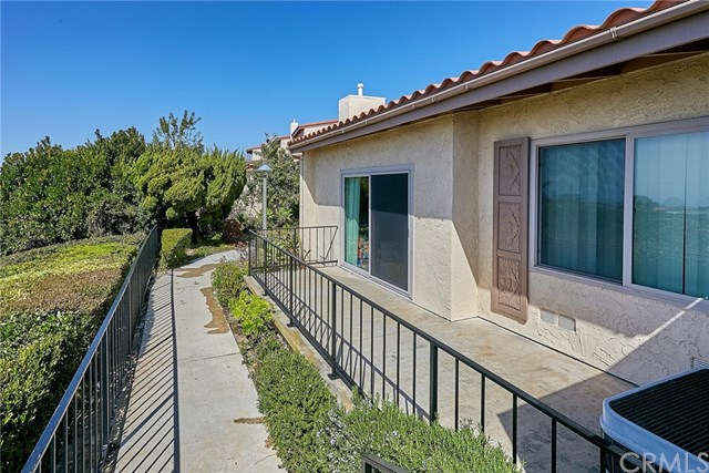 Active Under Contract | 28127 Ridgethorne Court #35 Rancho Palos Verdes, CA 90275 2
