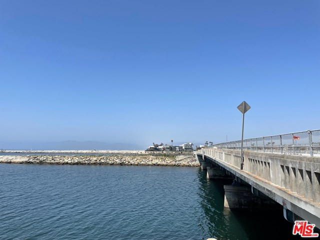 Active Under Contract | 6209 Pacific Avenue #101 Playa del Rey, CA 90293 8