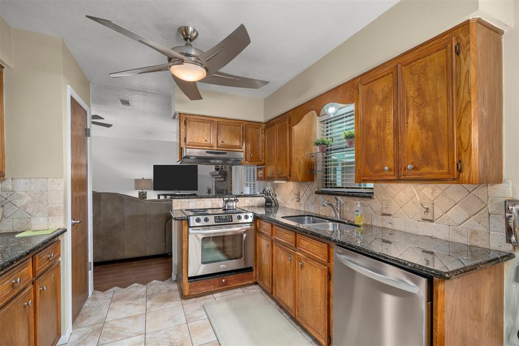 Pending | 1202 Judy Lane Baytown, Texas 77521 11