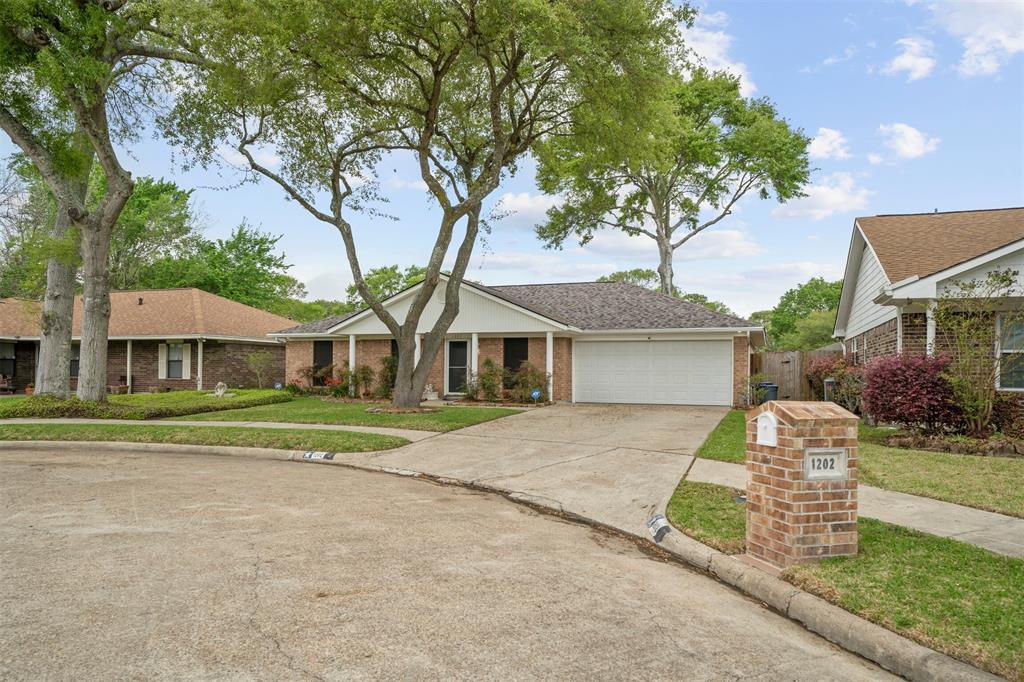 Pending | 1202 Judy Lane Baytown, Texas 77521 3