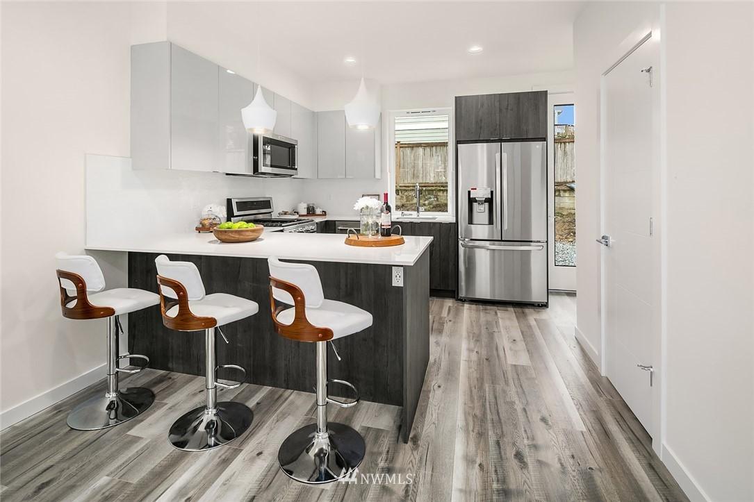 Sold Property | 9201 Linden Avenue N #B Seattle, WA 98103 4
