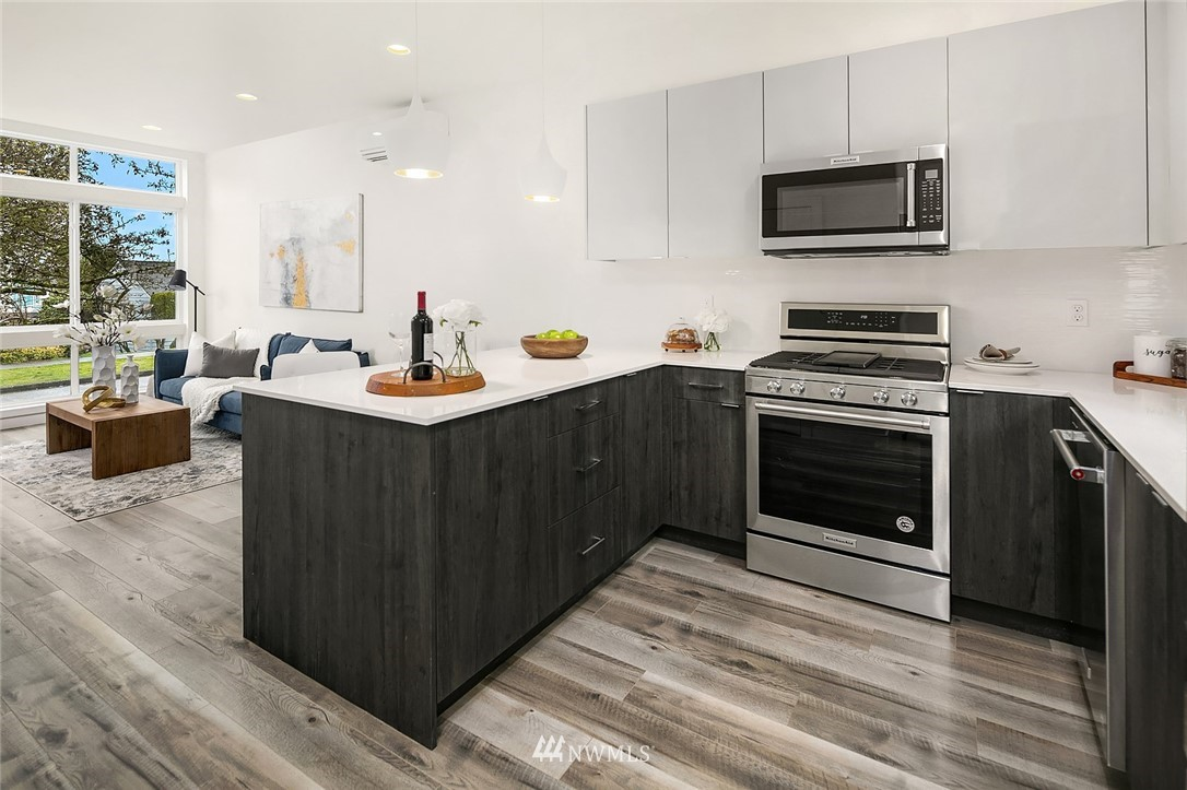 Sold Property | 9201 Linden Avenue N #B Seattle, WA 98103 6