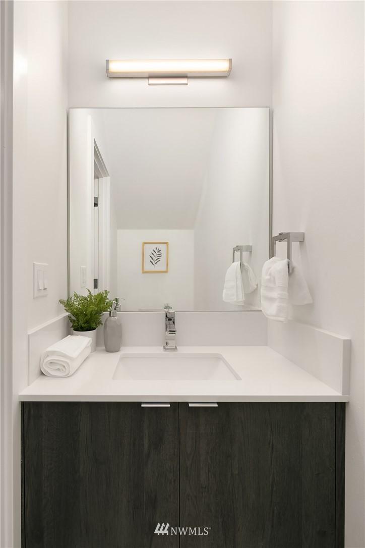 Sold Property | 9201 Linden Avenue N #B Seattle, WA 98103 8
