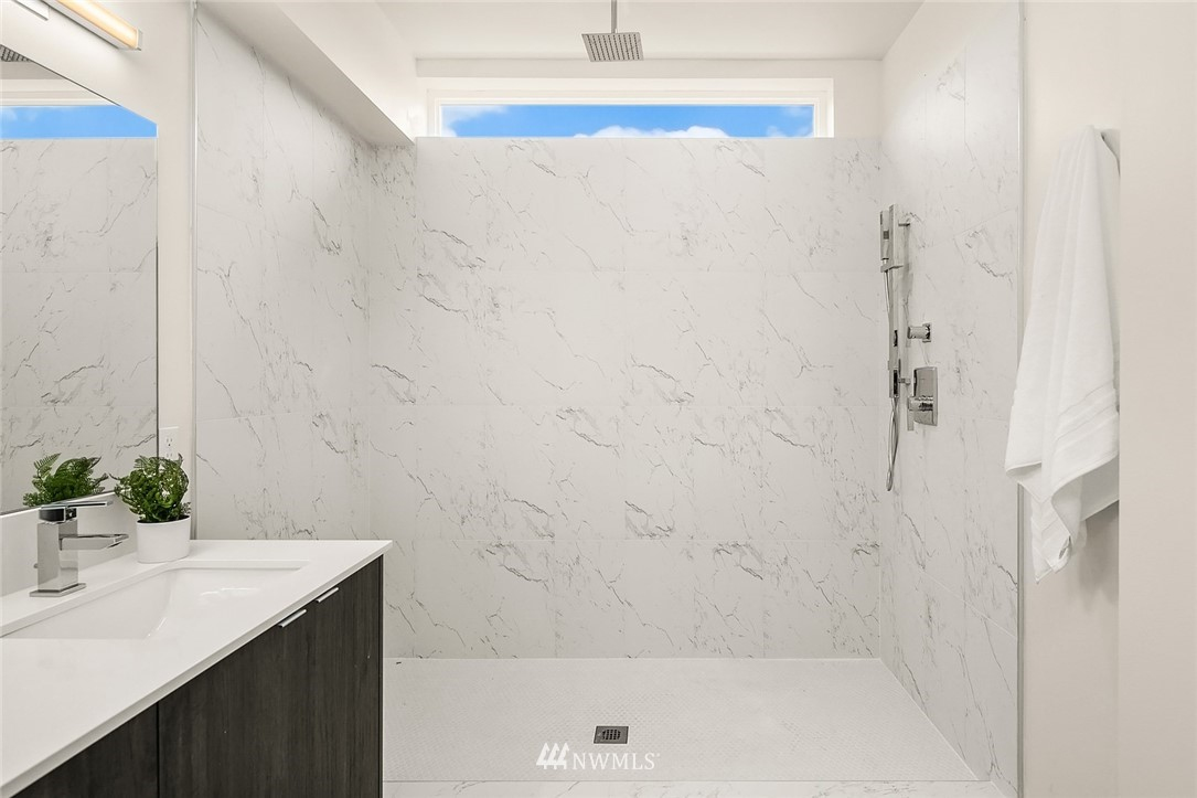 Sold Property | 9201 Linden Avenue N #B Seattle, WA 98103 13