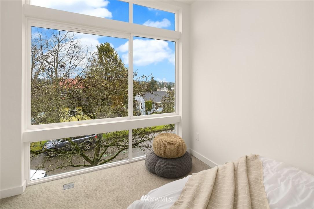 Sold Property | 9201 Linden Avenue N #B Seattle, WA 98103 15