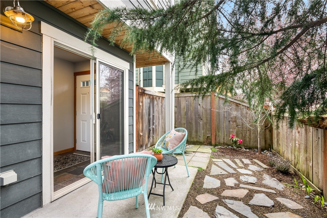 Sold Property | 7538 24th Avenue NW #A Seattle, WA 98117 3