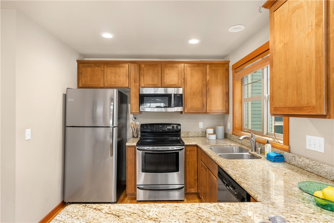 Sold Property | 7538 24th Avenue NW #A Seattle, WA 98117 9