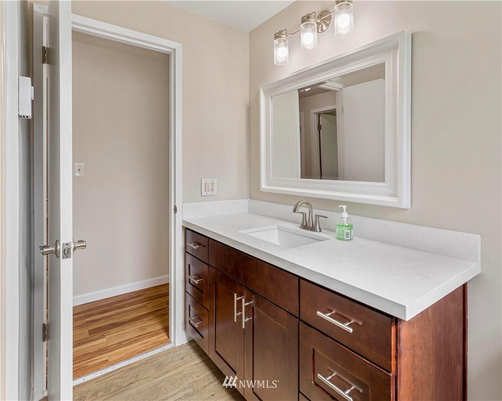 Sold Property   16727 5th Avenue NE Shoreline, WA 98155 10
