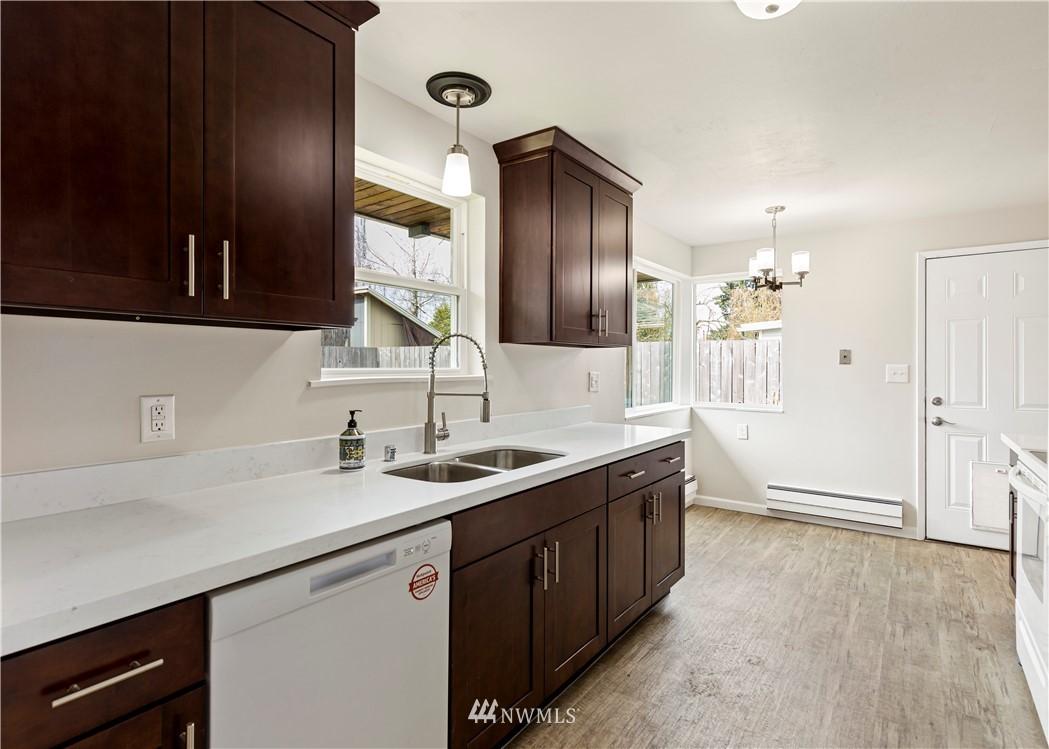 Sold Property   16727 5th Avenue NE Shoreline, WA 98155 3