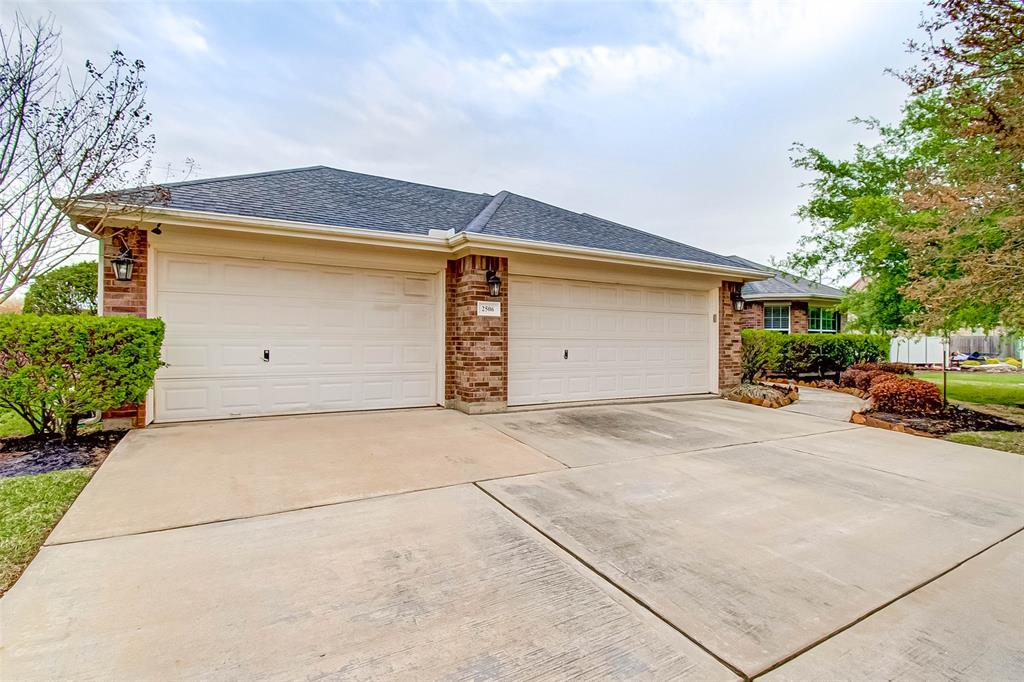 Pending | 2506 Monarch Terrace Drive Katy, Texas 77494 1