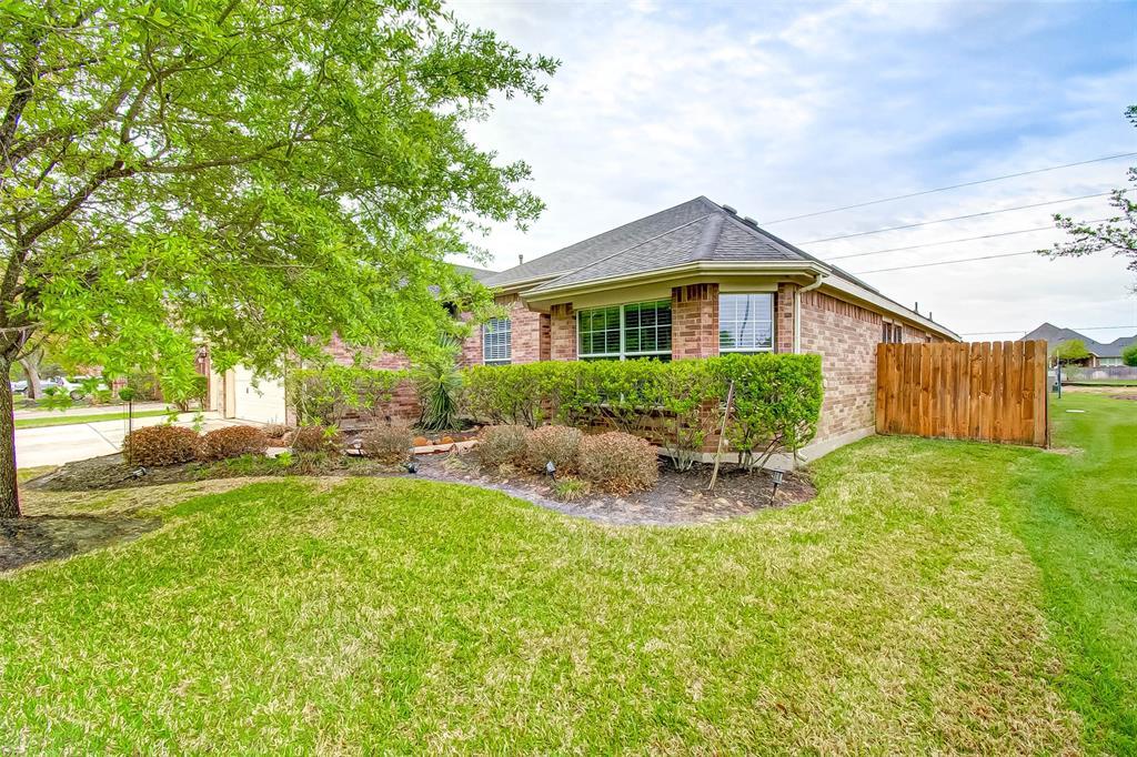 Pending | 2506 Monarch Terrace Drive Katy, Texas 77494 2