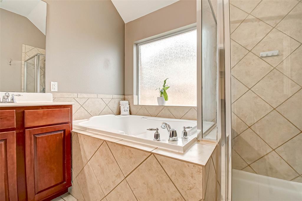 Pending | 2506 Monarch Terrace Drive Katy, Texas 77494 32