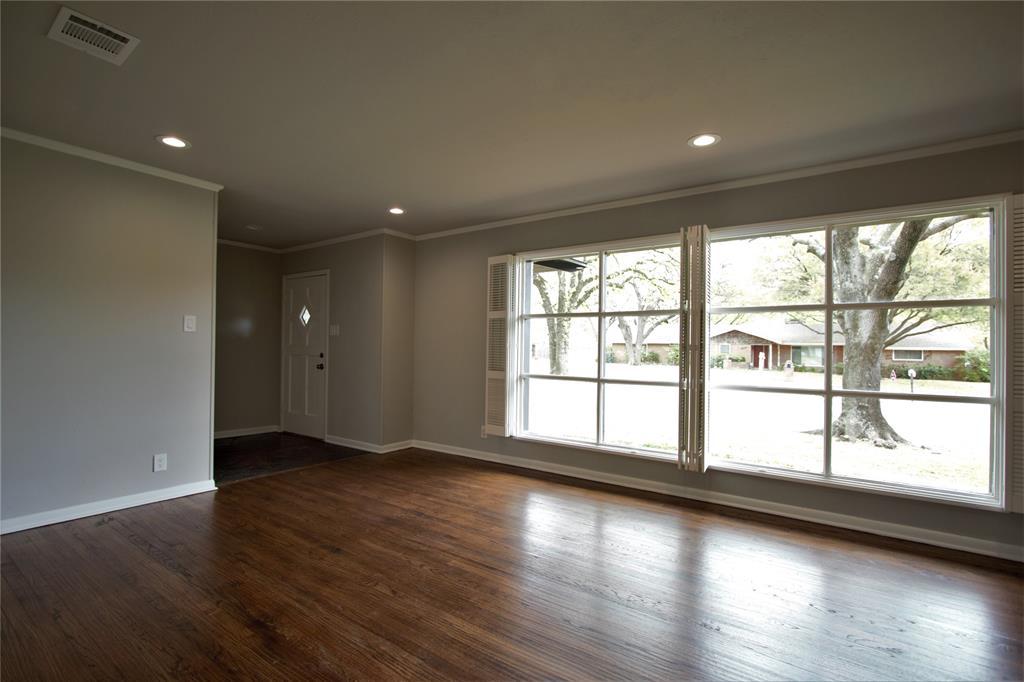 Sold Property | 2019 Ravinia Drive Arlington, Texas 76012 3