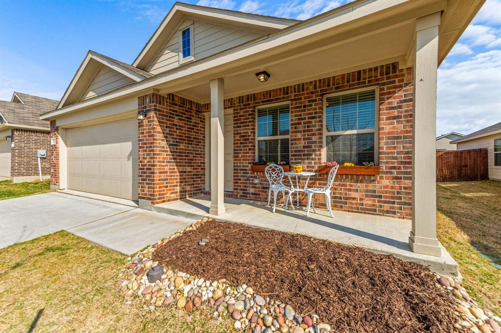 Active Option Contract | 412 Blue Crow Lane Fort Worth, Texas 76052 3