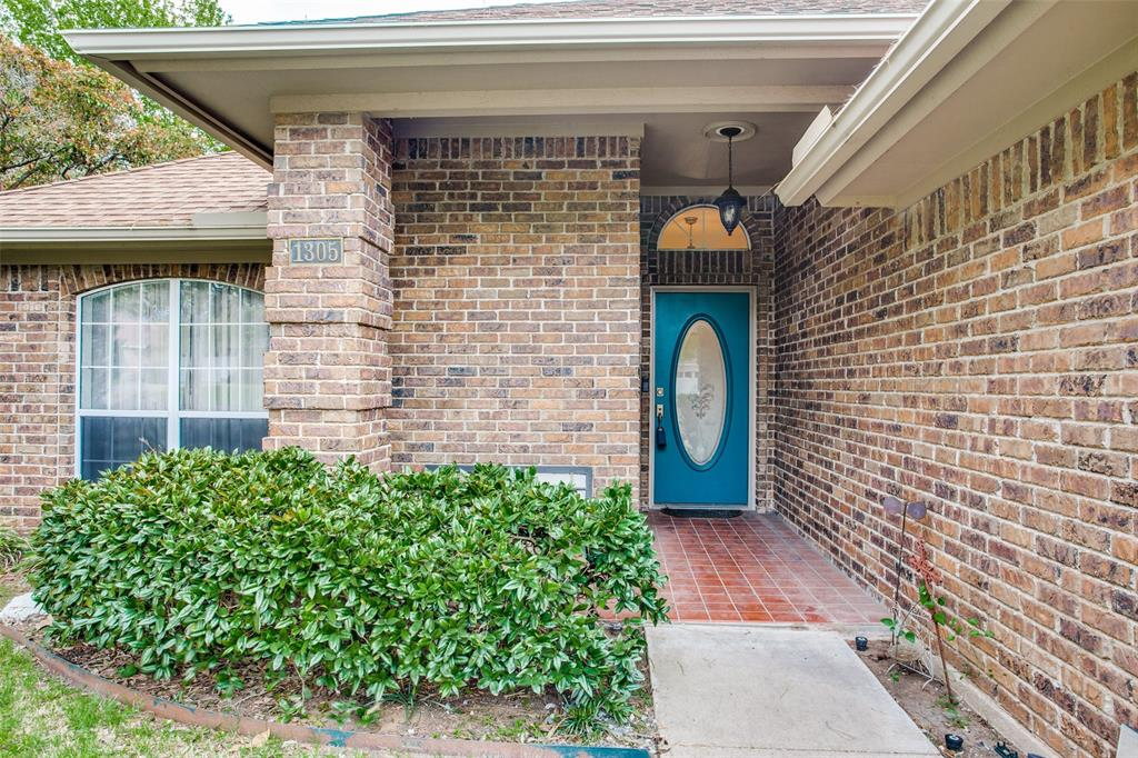 Active | 1305 Belvon Place Cleburne, Texas 76033 4