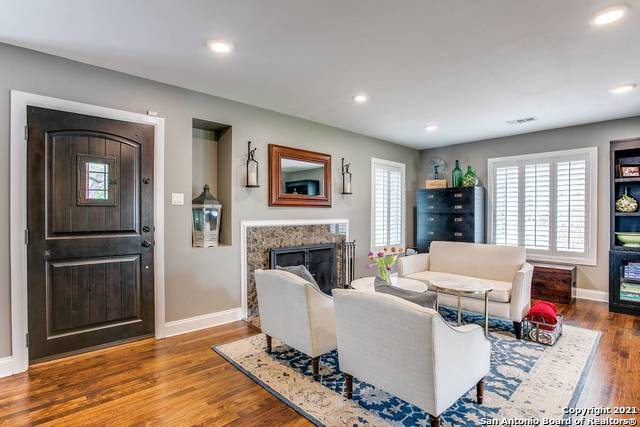 Pending | 116 W OAKVIEW PL Alamo Heights, TX 78209 2
